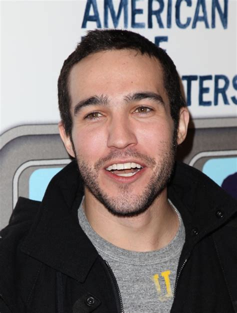Pete Wentz Debuts Shaved Head - The Hollywood Gossip